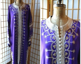 70s purple embroidered kaftan with bell sleeves womens size large