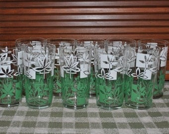 Set of 10 Vintage Mid Century Drinking Glasses Tumblers Green and White Leaf Design