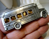 J.J. School BUS PIN, Pewter Vehicle with Gold Dangling Childrens Heads in Windows  JJ Jonette Collectible,  Signed, 1980s,