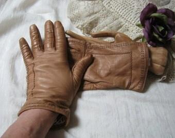 Vintage light tan leather short gloves, light camel leather cashmere lined gloves, made Italy warm tan lined leather gloves, wrist gloves