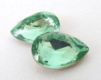 Vintage Glass Rhinestone Jewel Peridot Green Pear Faceted Foiled 18x13mm rhs0529 (2)