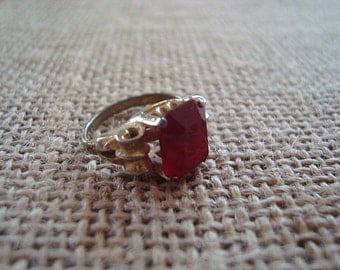Vintage Emmons 1950s  Ruby Red & Gold Toned Scroll Sides Ring Size 7.5