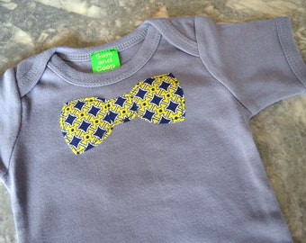 BowTie appliqué on Gray Short Sleeve top,  baby bowtie onezee, boys bowtie t-shirt, boys t-shirt, toddler boy clothing, boys tie, onesie