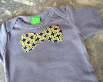 BowTie appliqué on Gray Short Sleeve top,  baby bowtie onezee, boys bowtie t-shirt, boys t-shirt, toddler boy clothing, boys tie, onesie