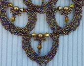 Beadwork - Beadwoven  Scalloped  Iris Seed Bead  Necklace