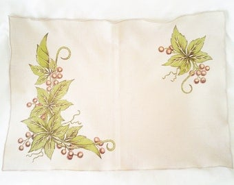 christmas doily, ivy and berries, ivy doily, floral doily, christmas decoration, christmas table, christmas linen, christmas napkin