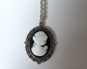 Classic Lady Cameo Pendant Necklace