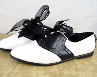 Vintage 1980's Oxford Bow Flats - Size 9 - By Coasters