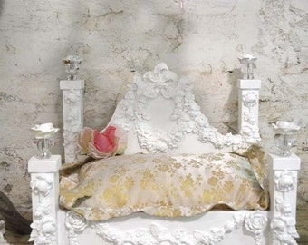 Painted Cottage Chic Pet Bed