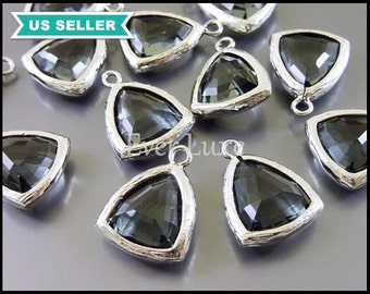 2 gray & silver triangle pendant /  grey triangle glass crystal jewelry charms 5076R-GR