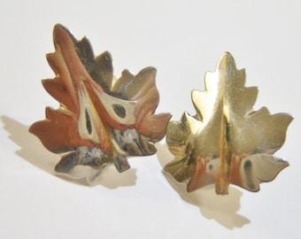 vintage shiny silver tone leaf screw on or screw back earrings 415D