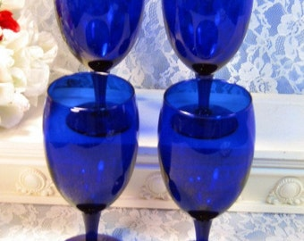Vintage Cobalt Blue Glass Water, Wine Ice Tea Footed Tumbler Goblet Set of Four, 1980s Mid Century Glass Dinnerware Barware, Kitchen