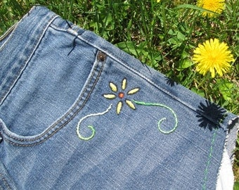 Sale / Vintage Levis Cutoffs / Embroidered Flowers / Hippie Shorts / Levis Cut Offs / Jean Shorts / Levis Shorts
