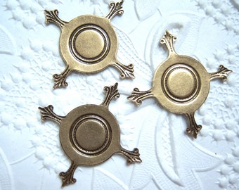3 - Antiqued brass Closed back 16mm pronged settings - RS90