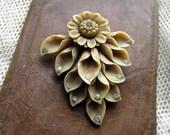 Vintage Jewelry Plastic Multi Leaved Dress Clip with Rhinestones
