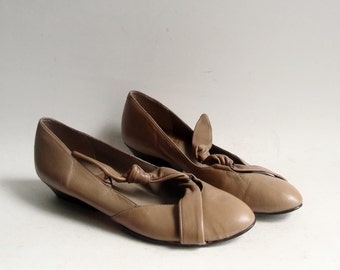 vintage heels shoes 1980s taupe beige leather wrap size 7 1/2