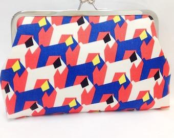hot digity   -   8 inch metal frame clutch purse/dog / blue/red