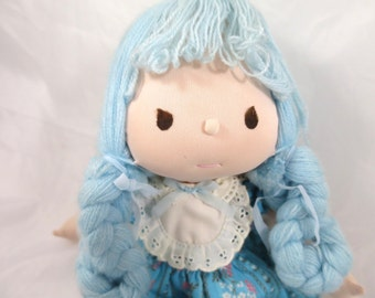 Vintage Precious Moments Cloth Doll Millicent ApplauseToy Co Blue Yarn Hair Double Braids White lace Bib Blue Dress Bloomers w/ Tag