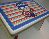 Super-héros Luca capitaine Amérique banc du petit garçon
