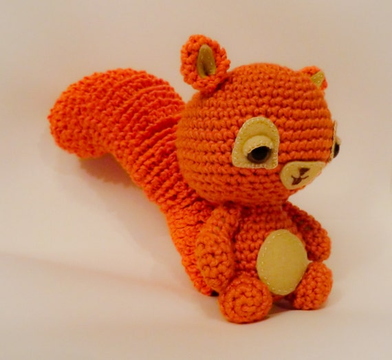 squirrel amigurumi crochet pattern by Liz Ward