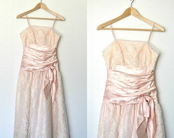 Peach prom dress Sleeveless Spaghetti straps Gold dots Ruched waistline with satin bow 60s does 50s Lace Taffeta skirt / size small