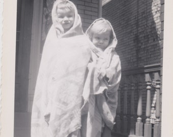 Vintage Photo - The Blanket Children, Vernacular, Ephemera  (AAA)