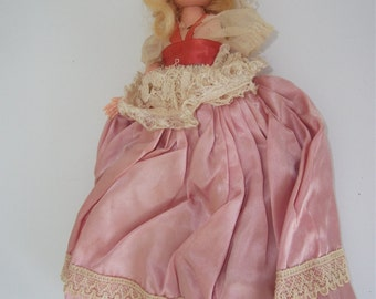 Vintage Doll, 9.5 inch-Blond hair Girl with pink silk clothest (1950-1960S)- Nice !!