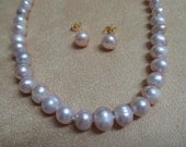 Vintage costume jewelry  / natural freshwater cultured pearl necklace and pierce earrings