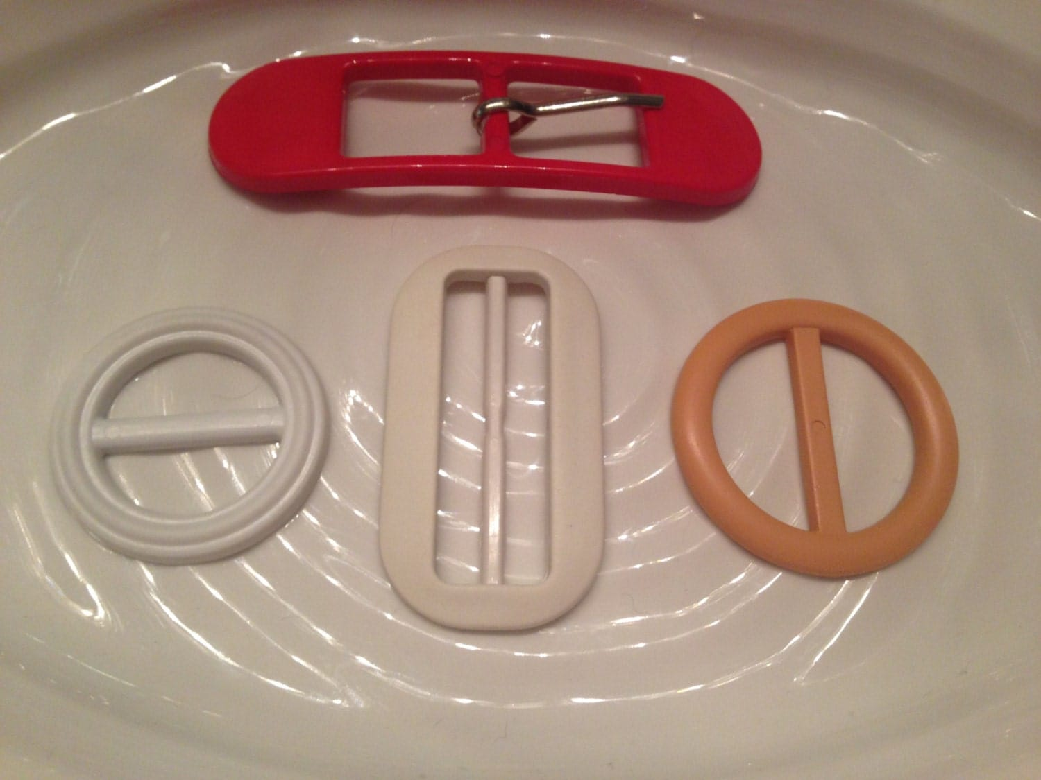 4 Vintage Plastic Belt Buckles Red White And By Craftydestashy
