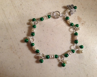 Emerald Green and White Bracelet -  Silver Jewelry - Beaded Jewellery - Fashion - Butterfly - Luxe - Kitsch