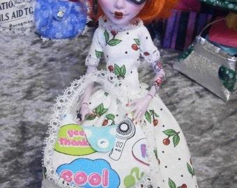 Dollstyle purse for 10 to 12 inch fashion dolls