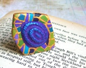 Art deco green blue cocktail ring polymer clay oversize statement ring in blue turquoise green purple and gold Gaudi inspired