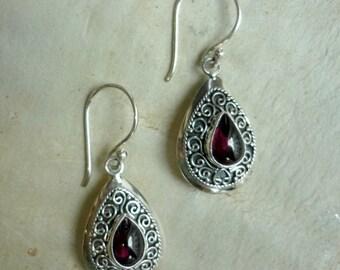 Sterling Silver Garnet Earrings, Garnet dangles, Red Stone Earrings, Teardrop Earrings, Silver Filigree Earrings, filigree earrings EG073GC