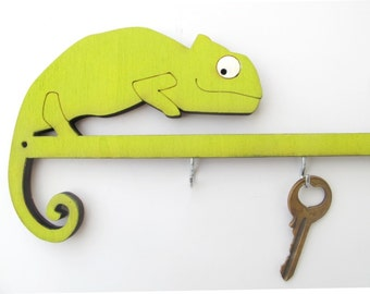 Chameleon key hook, unique wooden keys holder, chameleon wall decor, decorative wall hook, entry way organizer