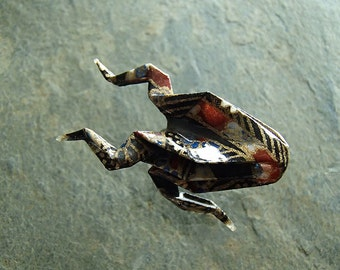 brooch origami frog-blackbrown and gold-broche grenouille en origami 折り紙ブローチ