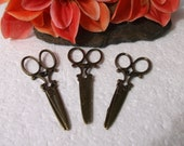 18 Antiqued Brass Scissor Pendants