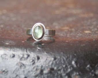 BEAUTIFUL on the Inside Pale Green Tourmaline Fine Silver Bezel Setting Oxidized Sterling Silver Band Ring US SIZE 7