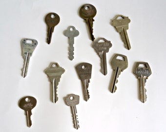 12 Vintage Old Key Lot Crafts Supplies Keys Steampunk Lot A
