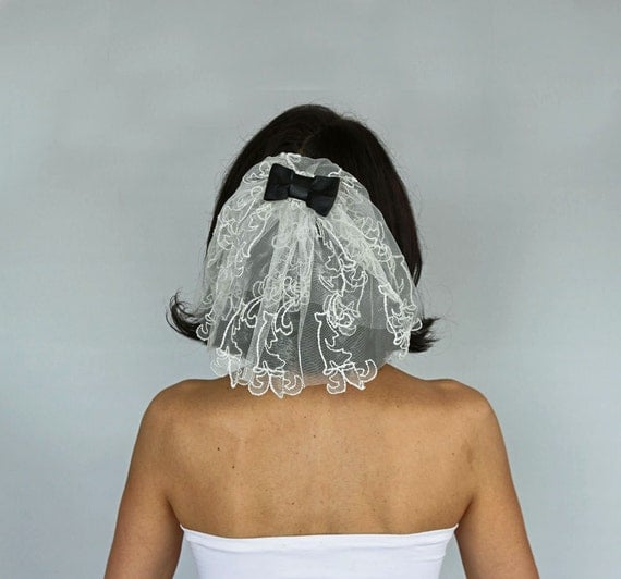 Unusual Mini Bridal Tulle Veil Retro Veil Blusher Rocker Veil Alternative Wedding Girl Holly First Communion Veil