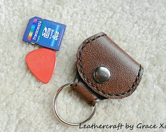 100% hand stitched handmade brown cowhide leather keychain / SD card / guitar pick / golf ball marker holder w/ a Fender Celluloid pick