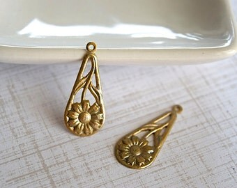 Daisy Teardrop Antiqued Gold Patina Brass 35 mm Embellishment - 2 Pieces