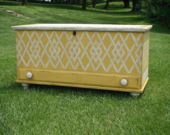 ANTIQUE BLANKET CHEST - Early American Hope Chest