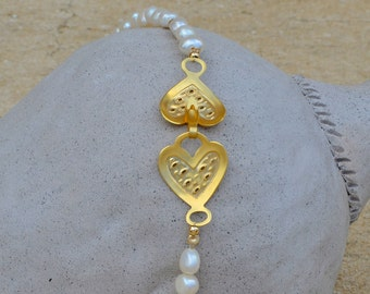 Freshwater pearls heart clasp