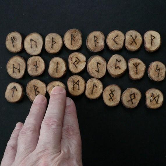 Runes, Blackthorn, round section, Elder Futhark.
