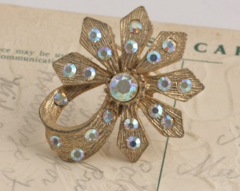 Gold Tone Flower Rhinestone Flower Brooch Pin // Vintage Estate Jewelry