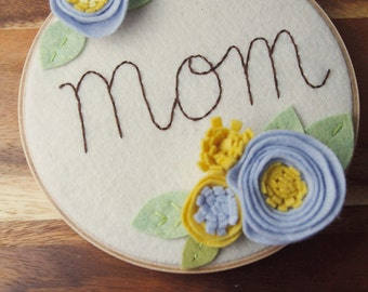 Mom Name Sign - 3D Wall Art - Blue and Yellow - Sweetest Mom Wall Art - Felt Flower Hoop - Cursive Name Sign - Mother's Day Present