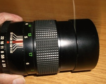 Vivitar 135mm Camera Lens, Vintage, Automatic 1:28, Screw Mount, Telephoto, Adjustable Focus, Perfect Condition, Very Useful Vintage
