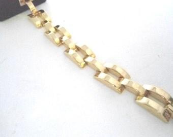 Nice Goldtone Bracelet in a Heavy Link Pattern Jewelry Bracelets Chain and Link Bracelets