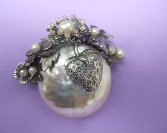 Miriam Haskell Exquisite Baroque Glass Pearl Strawberry Brooch c 1950