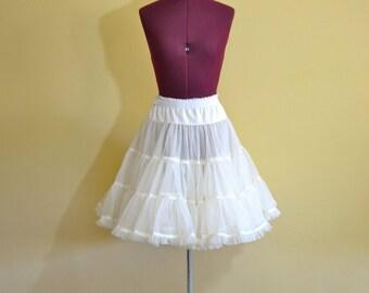 1970s Vintage Plus Size Malco Modes Petticoat Crinoline size L (XL XXL) waist 34-40